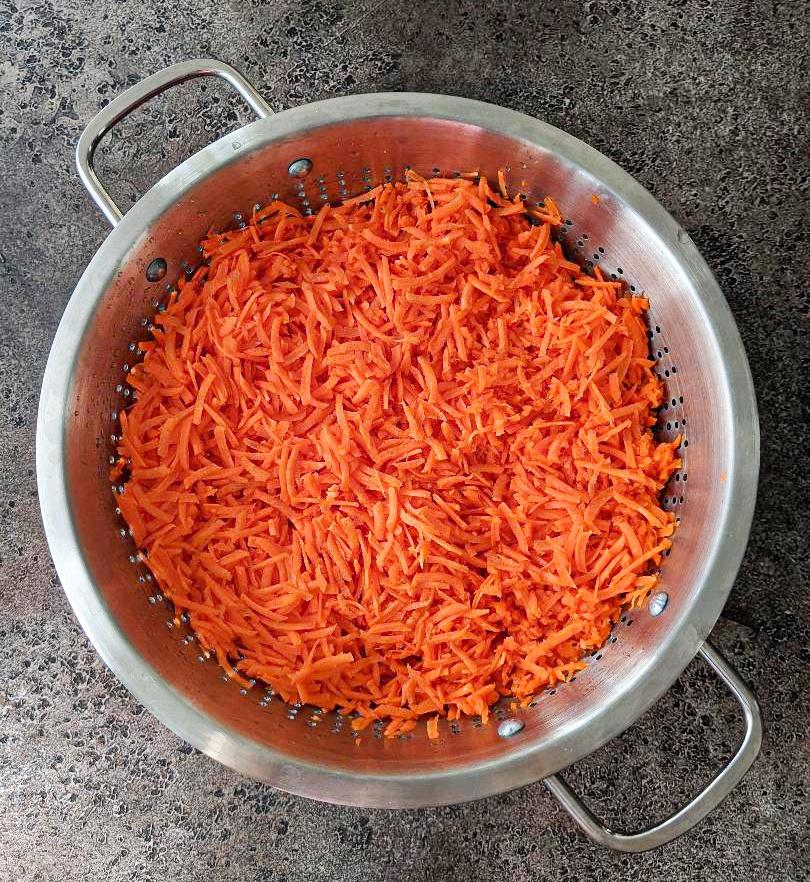 Grated Gajar in a bowl