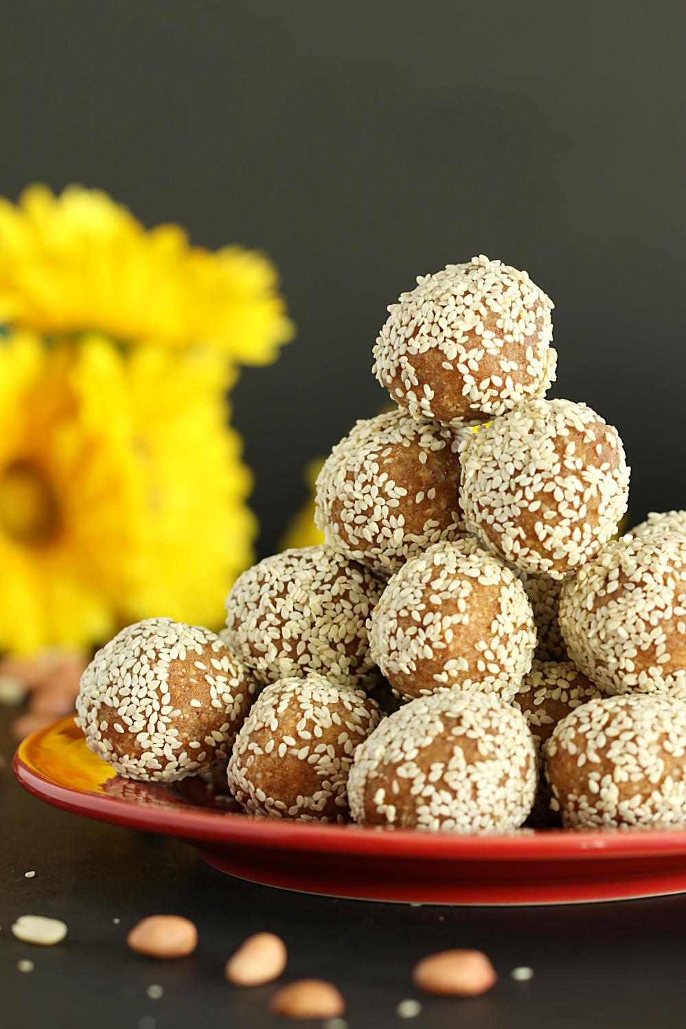 Til Ladoo Recipe - Ruchiskitchen
