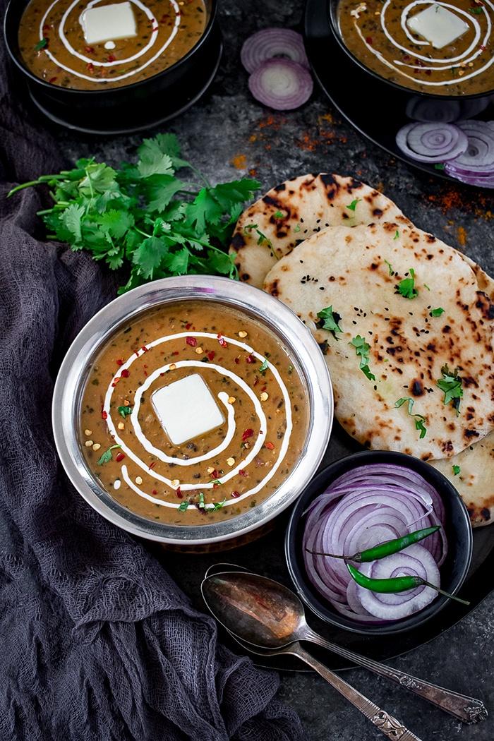 Maa ki Kaali dal with naan