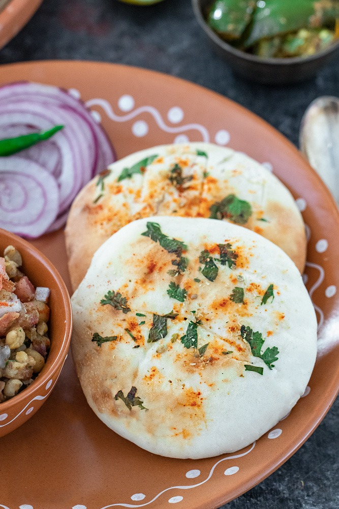 Kulcha with onions and chili in a plate