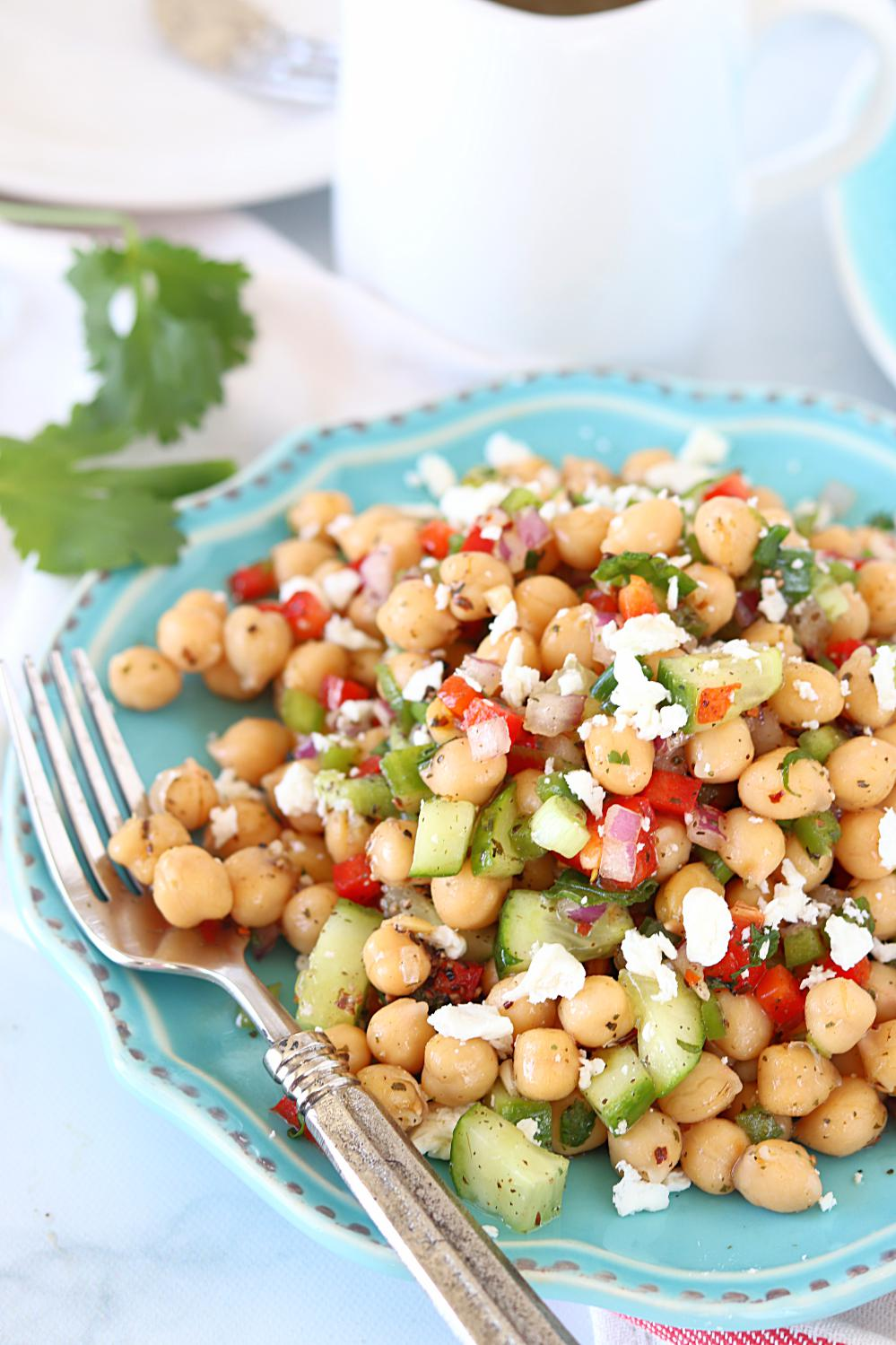 How to make veggie chickpea salad