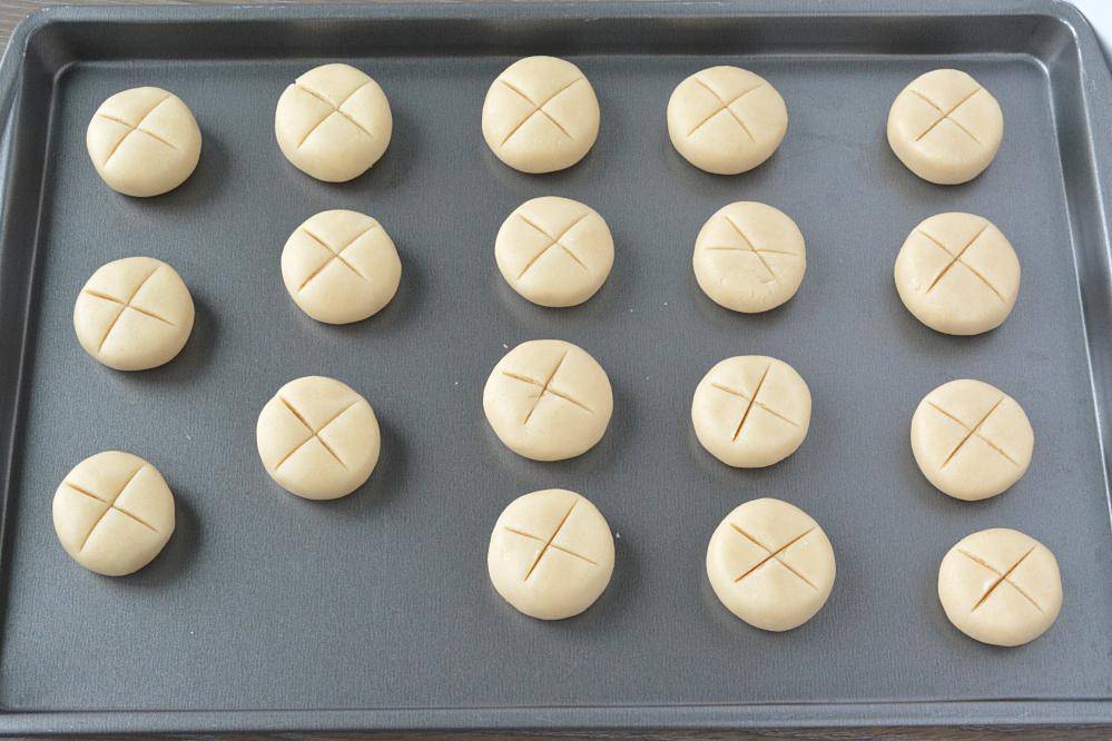Nankhatai on a baking tray