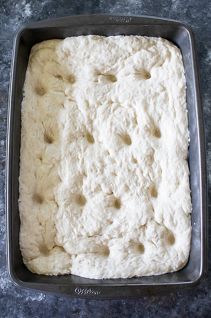 Let the dough rise in a baking tray