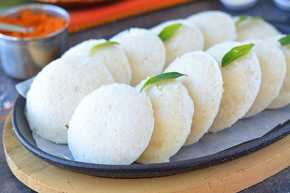 Soft and fluffy idlis without soaking