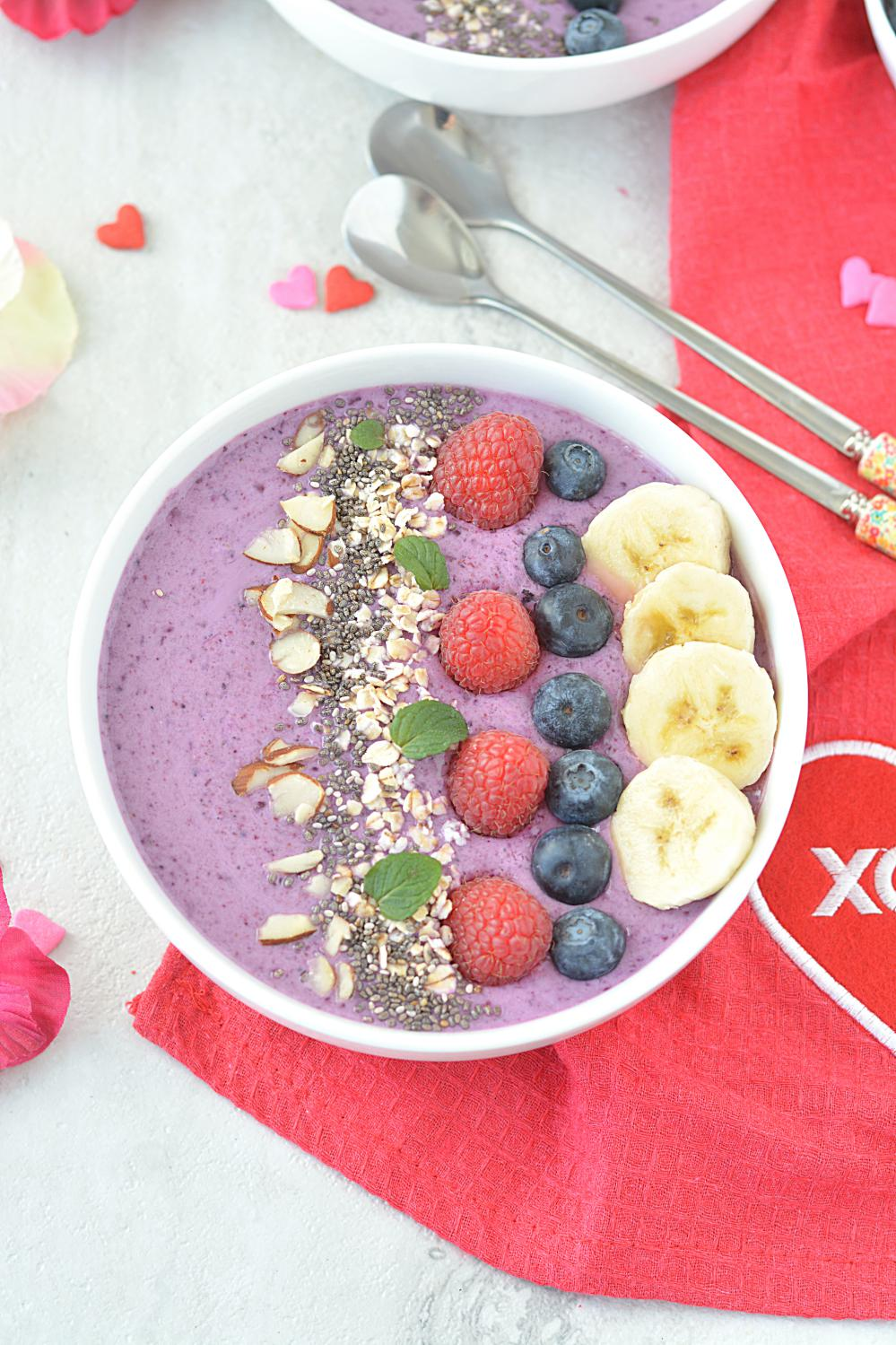Healthy Mixed berry Smoothie Bowl