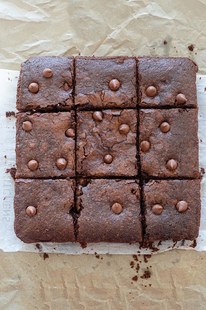 Freshly baked aquafaba brownies