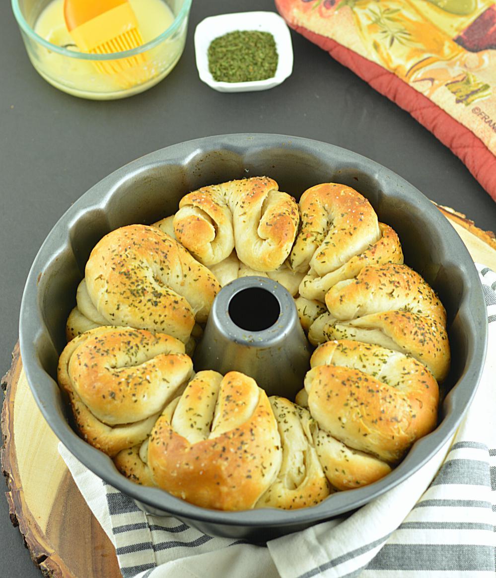Easy One Hour Pull-Apart Garlic Rolls, One Hour Garlic