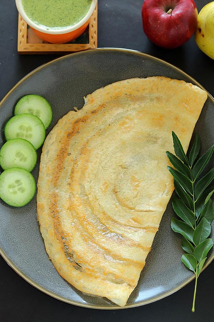 Sabudana Vrat Dosa with curry leaf and cucumber
