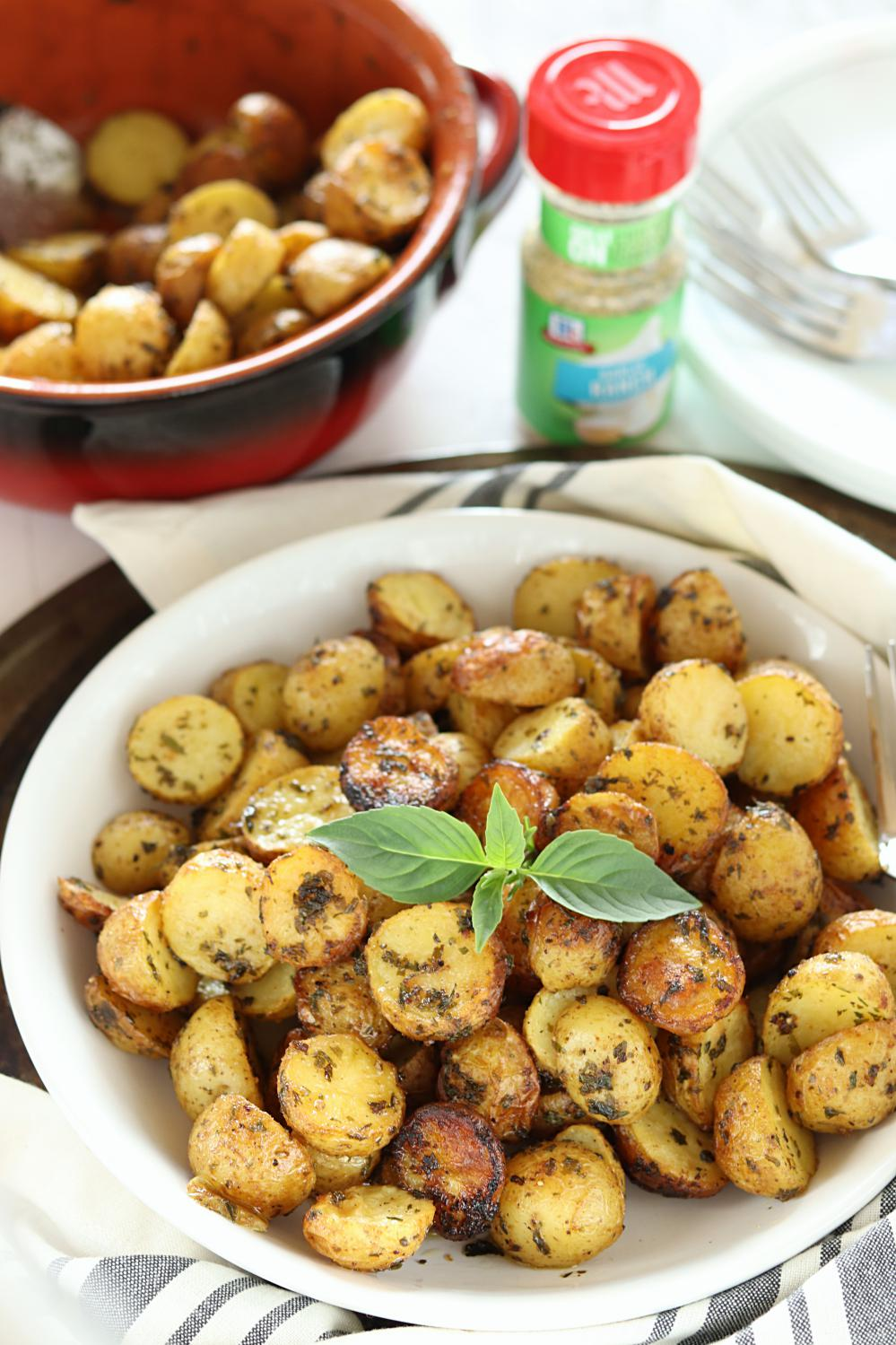 3 Ingredient Crispy Oven baked Garlic Ranch Potatoes - Ruchiskitchen