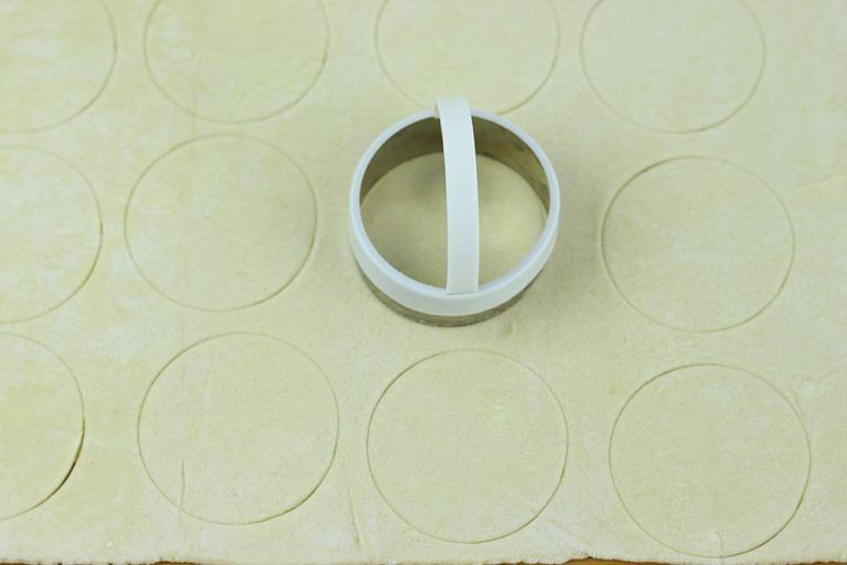 Cut puff pastry into circles