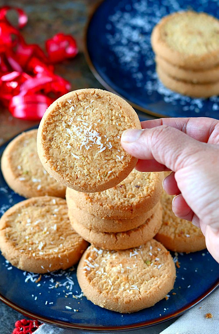 Perfectly bakes eggless cookies