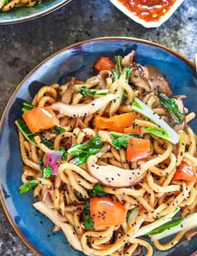 Vegan Stir Fry Udon Noodles - Ruchiskitchen