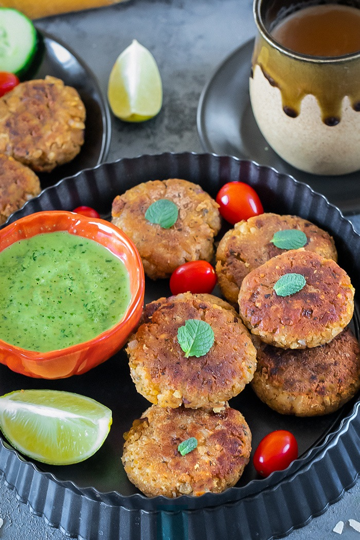 Oats and poha cutlets with chutney