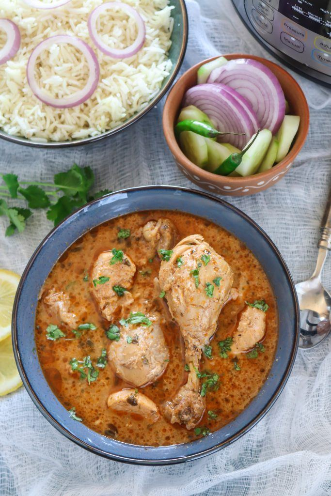 Chicken curry with rice and salad