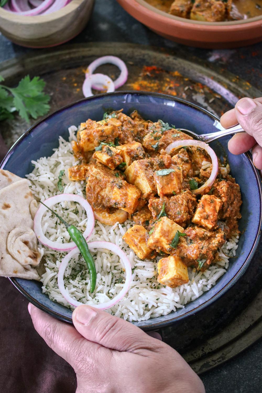 Creamy Tawa paneer fry with Tandoori Roti