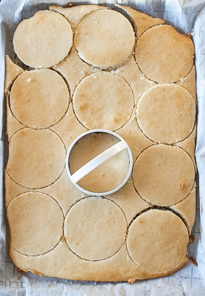 Cut cake in to circles