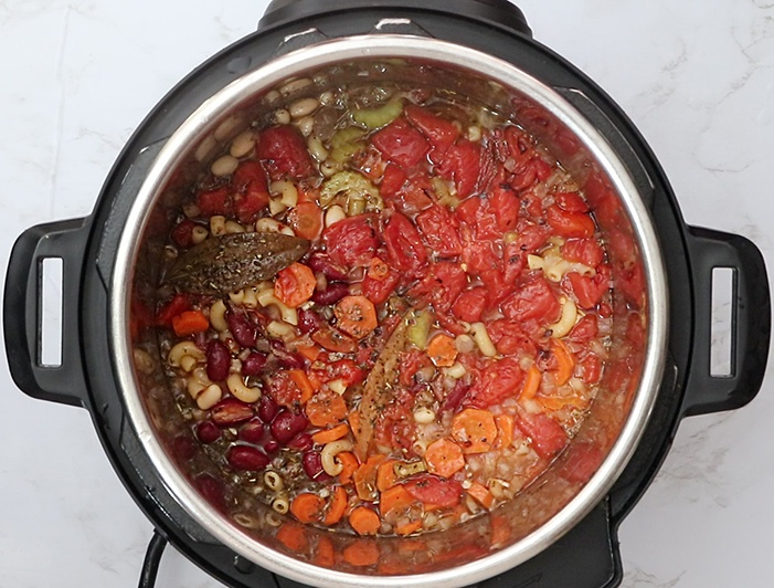 Cooked minestrone soup